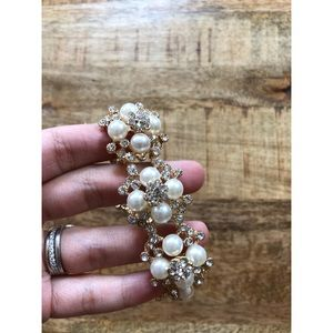 Jewelry - Lovely Pearl and Crystal Costume Bracelet